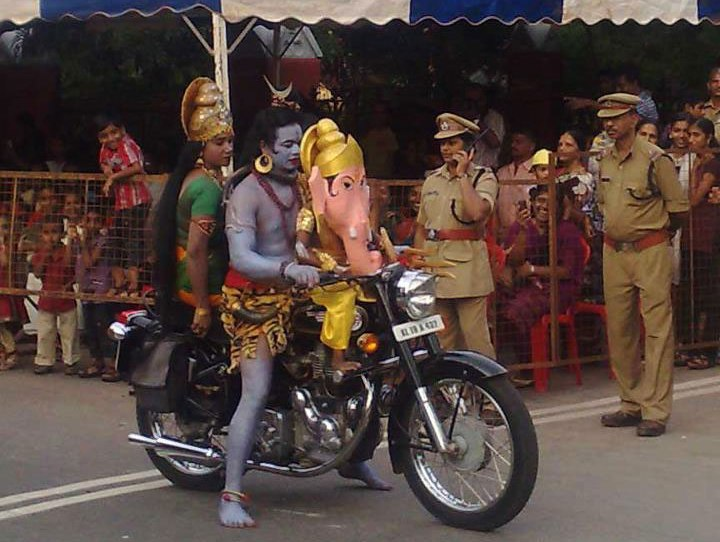 2 - 25 Quirky Things That Happen Only In India.!!
