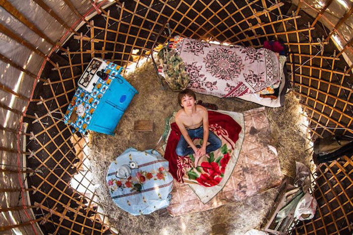 2 - 21 Aerial Pictures Of People's Bedrooms Perfectly Capture The Essence Of Their Life.!!