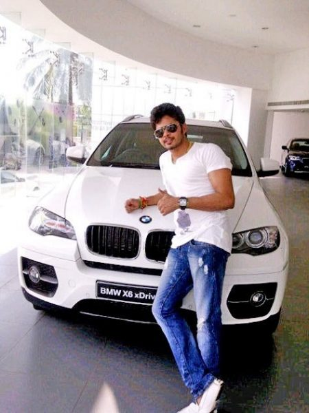 1 - 8 Cricketers And Their Expensive Cars