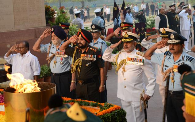 1 - Here's Why The Air Force, Indian Army And Navy Salutes Differ From Each Other.!!
