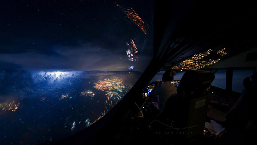14 - This Pilot Clicked Pictures From Cockpit And They're Mindblowing.!!