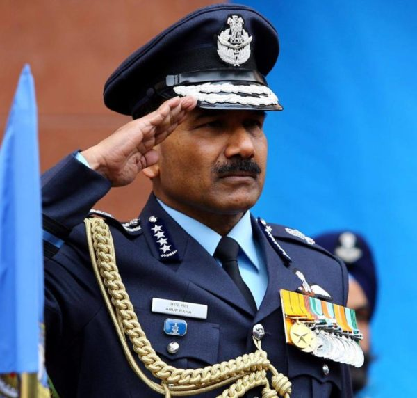 3 - Here's Why The Air Force, Indian Army And Navy Salutes Differ From Each Other.!!